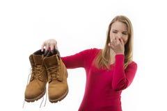 肮脏的有臭味的鞋子 免版税库存照片