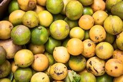 肮脏的未洗的柠檬 免版税库存照片