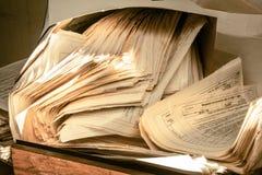 肮脏的杂乱纸张文件 免版税库存图片