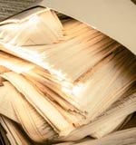 肮脏的杂乱纸张文件 免版税库存照片