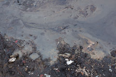 肮脏的油泡沫照片在河水的 免版税库存照片