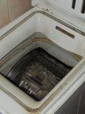 肮脏的洗衣机 免版税库存照片