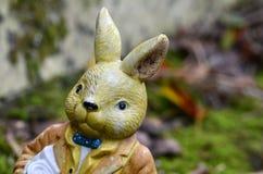 肮脏的玩具兔子 库存照片