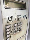 肮脏的电话亭 库存照片
