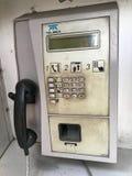 肮脏的电话亭 免版税库存图片
