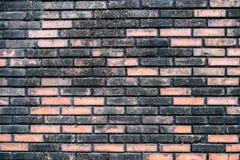 肮脏的砖黑色桔子墙壁 库存照片