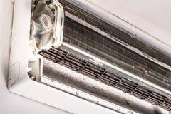 肮脏的空调器吹风机爱好者和卷 库存照片