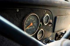肮脏的被放弃的工作卡车仪表板  免版税库存照片