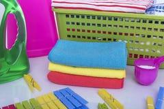 肮脏的洗衣店和洗衣粉 免版税库存图片