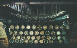 肮脏的年迈的打字机 免版税库存照片