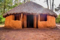 肯尼亚人民,内罗毕,肯尼亚传统,部族小屋  免版税图库摄影