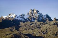 肯尼亚山、非洲和雪在1月,第二座高山天线在17,058英尺或5199米 库存照片