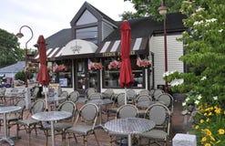 肯纳邦克波特,缅因, 6月30日:从肯纳邦克波特的街市法国餐馆旅馆缅因国家的美国 免版税库存照片
