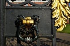 肯辛顿宫殿门 库存图片