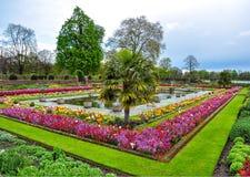 肯辛顿庭院在春天,伦敦,英国 库存照片