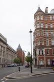 肯辛顿血块和皇夫路的角落的议院与 库存图片