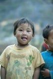 肺凸轮村庄的少数族裔男孩 免版税库存图片