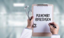 肺高血压医学医生手工作的专家 库存图片