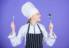 胃口和口味 传统烹饪膳食 专业厨师和在家烹调 鲜美自创食物 时刻尝试 库存照片