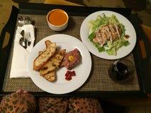 胃口宜人的餐馆客房服务 库存图片