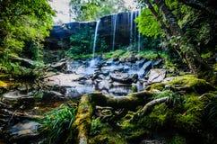 胃如此亦不瀑布,如此Tham Nuea瀑布,流动的水, fal 免版税库存照片