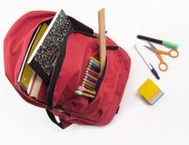 背包充分的学校用品 库存图片