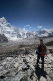 背包徒步旅行者尼泊尔 免版税库存图片