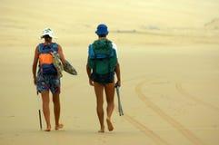 背包徒步旅行者 库存图片