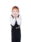 背心的,在白色隔绝的扶植的面孔一点红头发人男孩 免版税库存照片