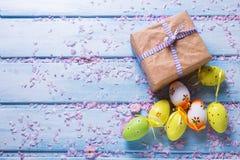 背景上色了复活节彩蛋eps8格式红色郁金香向量 库存图片