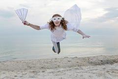背景下来落的飞行人天空年轻人 免版税图库摄影