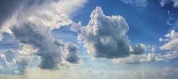 背景严重的天空 免版税库存照片