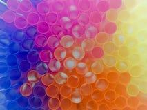 背景五颜六色的吸管 免版税库存照片