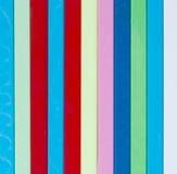 背景五颜六色镶边 另外颜色塑料炸弹棍子  库存照片