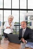 背景企业衣领夫妇查出办公室人白色 免版税库存图片