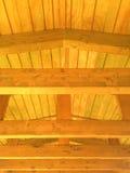 背景包括一个木屋顶 免版税库存图片