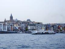 背景博斯普鲁斯海峡galata船塔 免版税图库摄影