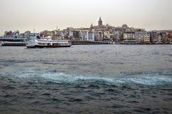 背景博斯普鲁斯海峡galata船塔 库存图片
