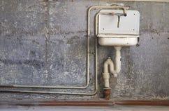 背景厨房老洗衣机 免版税图库摄影