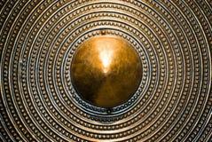 背景古铜色盾 免版税库存照片
