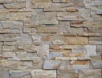 背景和纹理 现代墙壁由自然灰色和棕色石头做成 图库摄影