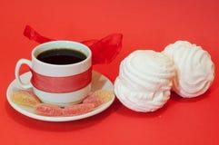 背景咖啡杯红色 免版税库存照片