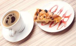 背景咖啡饼白色 免版税库存图片
