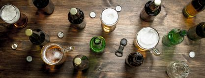 背景啤酒包含梯度滤网 新鲜的啤酒 库存图片