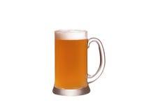 背景啤酒杯查出的白色 侥幸 免版税图库摄影
