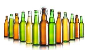 背景啤酒瓶上色柔和的橙色被拍摄的工作室黄色 库存图片