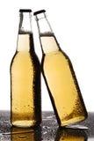 背景啤酒瓶上色柔和的橙色被拍摄的工作室黄色 免版税图库摄影