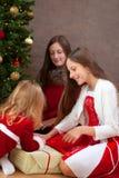 背景圣诞节关闭红色时间 库存照片