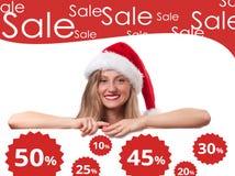 背景圣诞节女孩愉快的销售额购物白色 美丽的帽子圣诞老人妇女 免版税库存照片