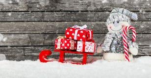 背景圣诞节礼品雪人 免版税库存照片